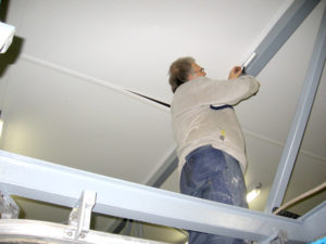 Installatie van hygiënisch voeselveilig plafond