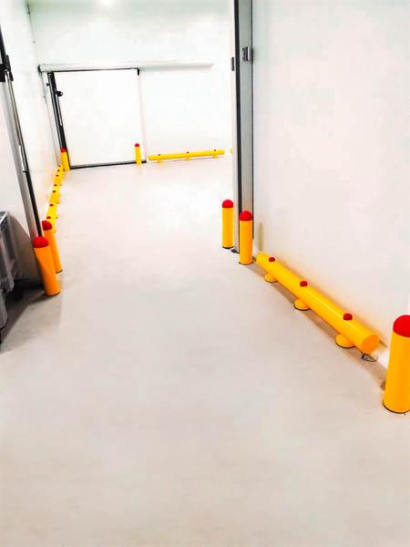 Installatie plastiek aanrijbeveiliging