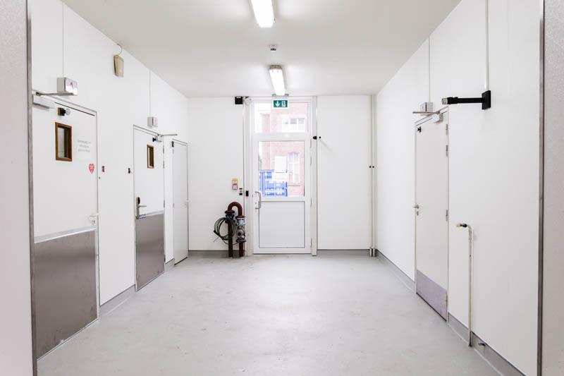 installatie van hygiënische wanden in een rusthuis